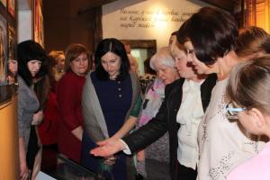 Электронный сенсорный киоск  вызвал интерес посетителей